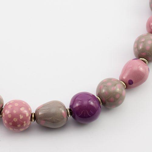 Fairer Schmuck aus Keramik – Pink Pill-Halskette