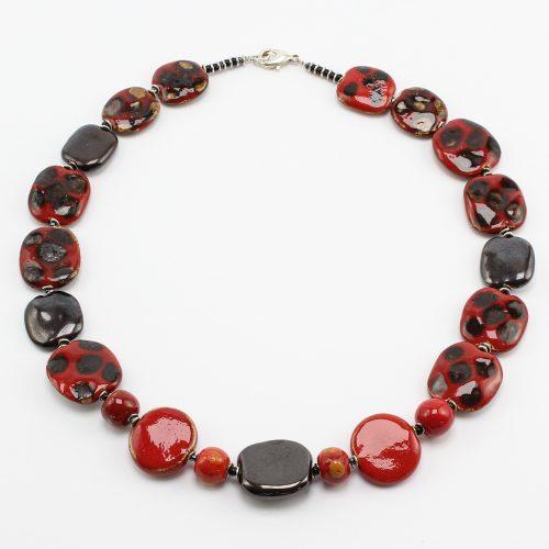 Fairer Schmuck aus Keramik – Käfer-Halskette
