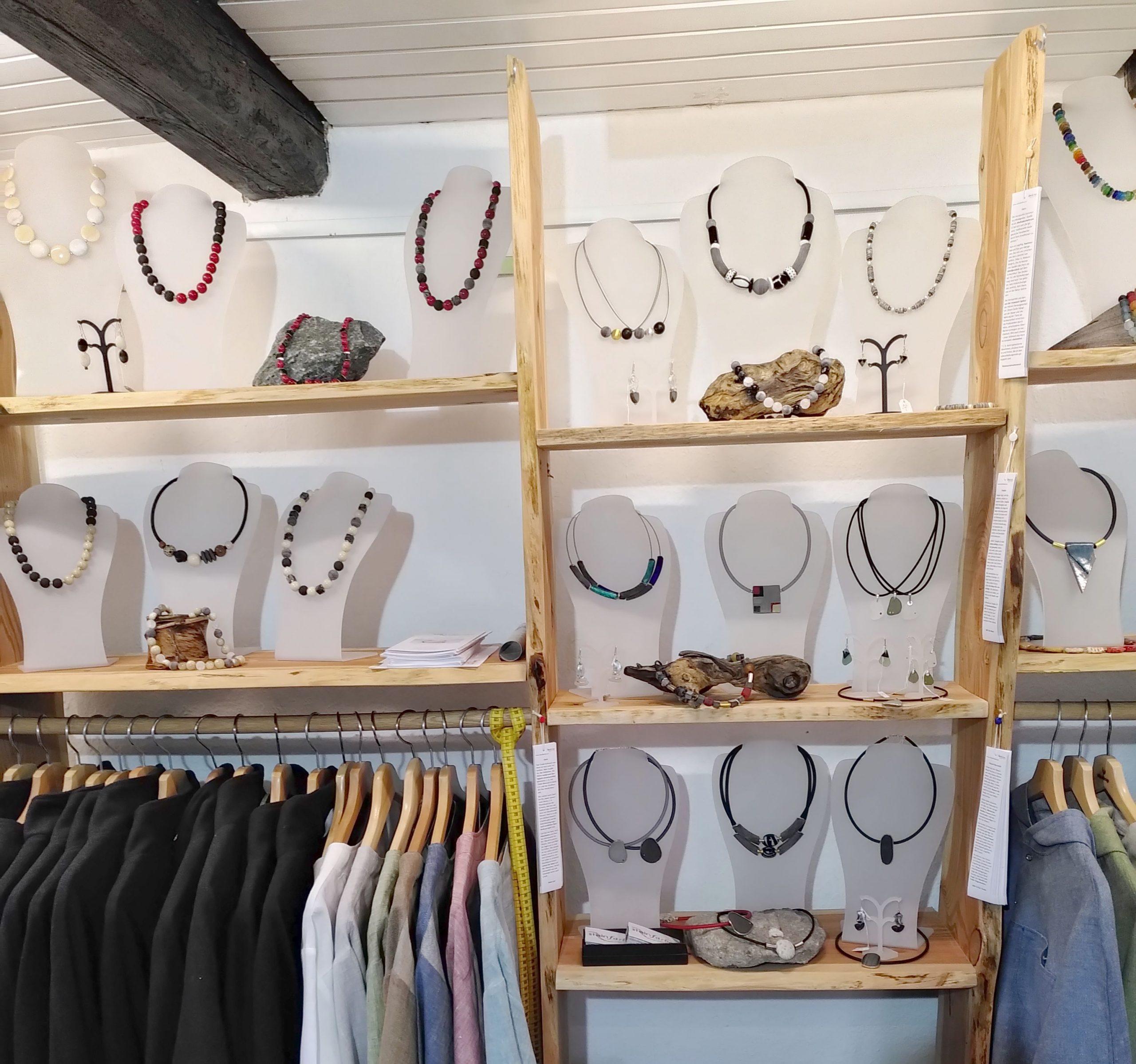 Fair-Trade-Schmuck von steinfarben in Bosau