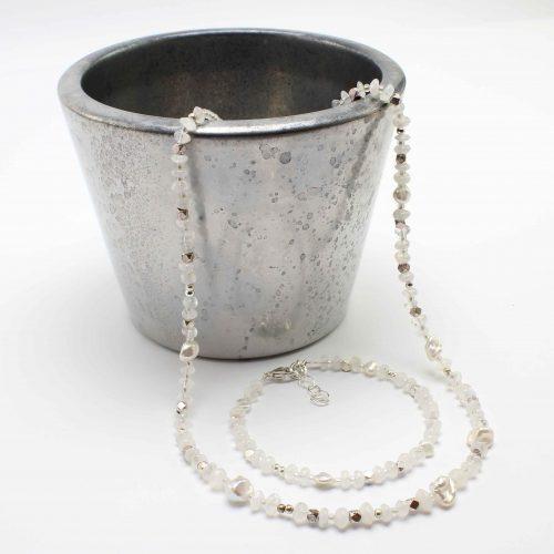 Halskette aus Mondstein
