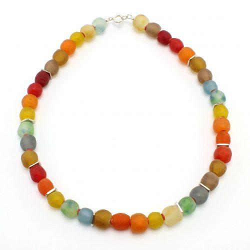 Halskette aus Krobo-Recyclingglas, rötlich