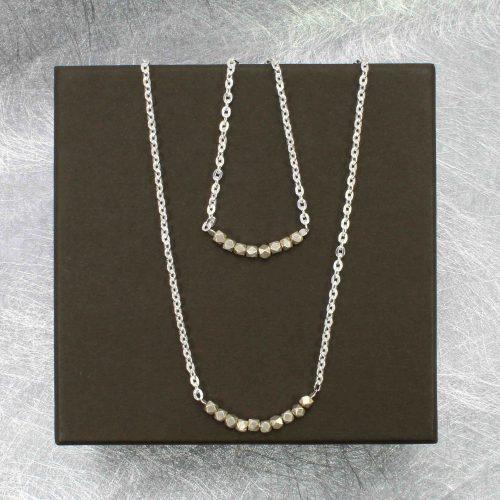 Silberkette mit Perlen der Karen