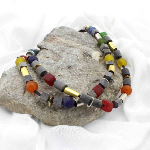 Perlenketten, Horn und Krobo-Glas